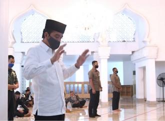 Presiden Jokowi Salat Jumat Berjamaah di Masjid Baiturrahim