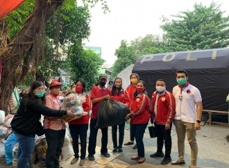 TMP Jaktim Gerak Cepat Bantu Korban Kebakaran Rawamangun