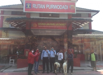 PDI Perjuangan Grobogan Berbagi Kurban ke Rutan Purwodadi