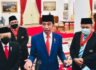 Presiden Anugerahkan Tanda Jasa & Kehormatan ke 53 Tokoh