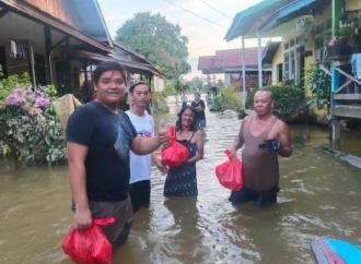 Fransiskus Diaan Beri Bantuan Bagi Korban Banjir Putussibau