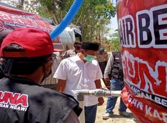 Baguna PDI Perjuangan Ngawi Beri Bantuan Air Bersih