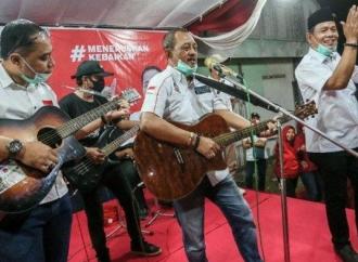 Keren, Musisi Jalanan Ciptakan Lagu Untuk Eri-Armuji