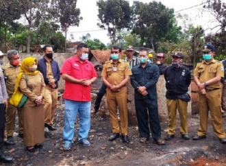 PDI Perjuangan Garut Santuni Korban Kebakaran di Malangbong