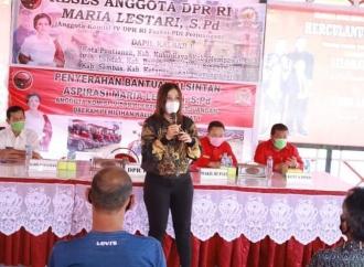 Dongkrak Hasil Pertanian, Maria Serahkan Bantuan Alsintan