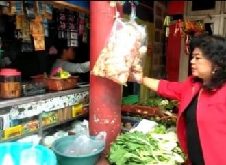 Atty Himbau Belanja di Warung & Pasar Tanpa Menawar