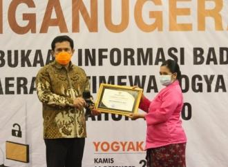 Eko Raih Penghargaan Tokoh Keterbukaan Informasi Publik