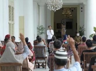 Kesekian Kalinya, Jokowi Serahkan Bantuan Modal Kerja