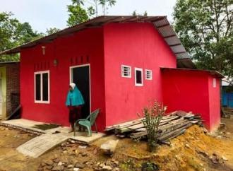 HUT 48, Ketua DPC PDI Perjuangan Labusel Bedah Rumah Warga