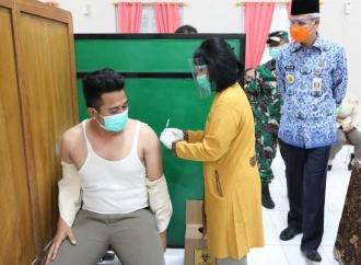 Ganjar Dorong Percepatan Vaksinasi ke Tenaga Kesehatan