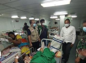 Ado Mas'ud Besuk Korban Gempa Mamuju di KRI dr Soeharso