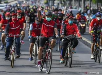 Politik Hijau, Hasto Pimpin Gowes Massal Kader Banteng