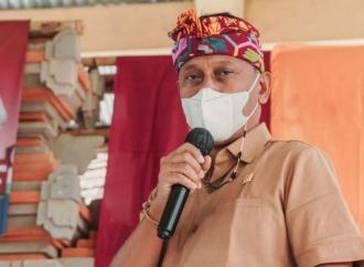 Serahkan Ratusan Sembako, Kariyasa: Gotong Royong Kuncinya