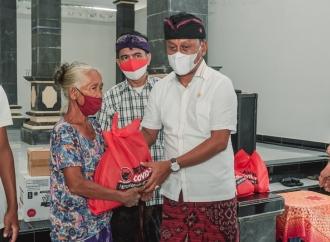 Kariyasa Bagikan Sembako di Desa Sinabun, Solid Untuk Rakyat