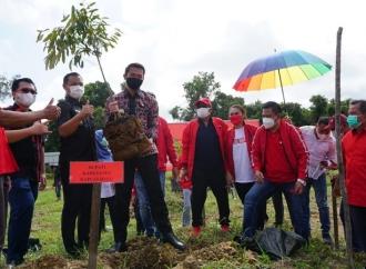Bupati F.Diaan & PDI Perjuangan Kapuas Hulu Tanam Pohon