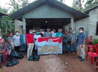 Ansy Salurkan Bantuan Komisi IV ke Rote & Kupang