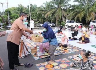 Wali Kota Hendi Bawakan Lontong Opor Untuk Pasien Covid