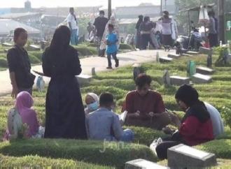 TPU Bangkang Larangan Ziarah Makam, Anies Tidak Tegas!