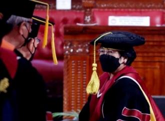 Megawati Soekarnoputri Menerima Pengukuhan Sebagai Profesor