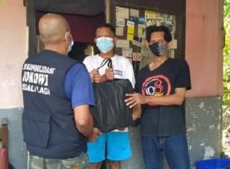 Pospera Bagikan Sembako Pada Warga Isoman di Bogor