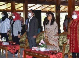 Bupati Sri & Evita Nursanty Salurkan Bantuan Untuk IKM