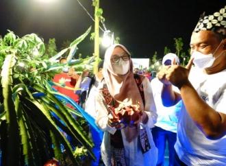 Ipuk Luncurkan Kampung Naga Phonska Plus