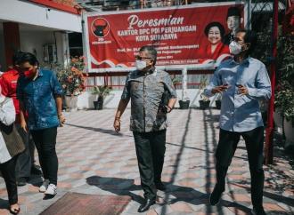 Hasto Apresiasi Beragam Aktivitas di Kantor Banteng Surabaya