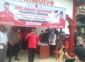 Mukhlis Basri Vaksinasi 5 Titik di Kabupaten Lampung Barat