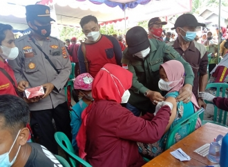 Lagi, Mukhlis Basri Gelar Vaksinasi di Kec. Suoh dan BNS