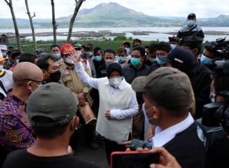 Ini Pesan Penting Risma Saat Sambangi Korban Gempa di Bali