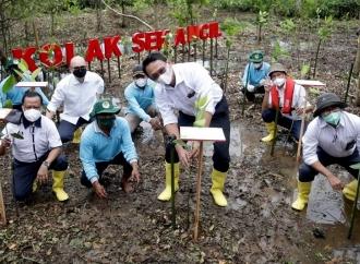 Ahok MasukHutan Mangrove di Jawa Tengah, Lakukan Ini..