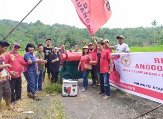 Vanda Salurkan Bantuan Alat Pertanian di Minahasa Selatan