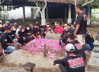 BSM Laskar Banteng Gelar Tabur Bunga Untuk Supriyanto