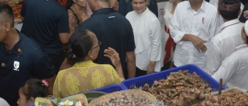 https://img.gesuri.id/crop/350x150/content/2019/03/23/32029/presiden-puji-arsitektur-pasar-rakyat-badung-c2UcTJ25oy.jpg