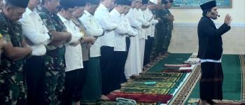https://img.gesuri.id/crop/350x150/content/2019/09/17/47152/presiden-jokowi-gelar-salat-minta-hujan-di-pekanbaru-iTaRzrk4Te.jpg