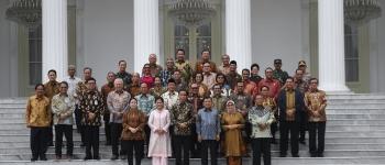 https://img.gesuri.id/crop/350x150/content/2019/10/18/50464/presiden-jokowi-akui-belum-kenal-menteri-secara-pribadi-0nBiEBg3YV.jpg