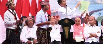 https://img.gesuri.id/crop/350x150/content/2020/01/21/60900/presiden-bagikan-2-500-sertifikat-tanah-rakyat-labuan-bajo-I4AhvCHGqB.jpg