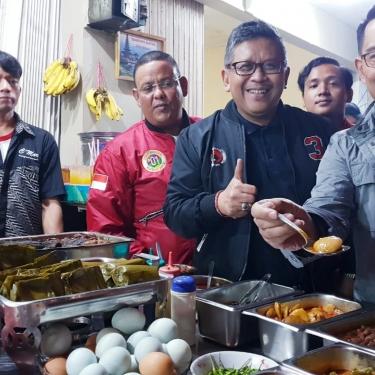 Di Hadapan Hasto, RK Komit Menangkan Jokowi-KH Ma