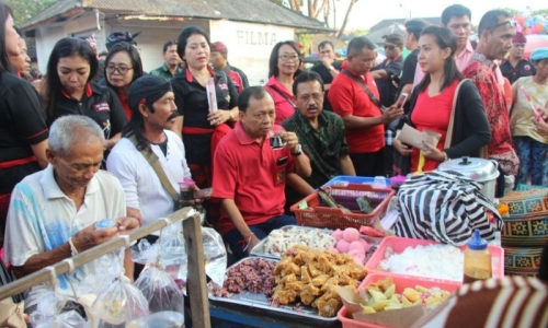 Blusukan ke Pasar, Koster Bikin Heboh Pedagang
