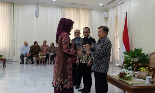 Jember Raih Penghargaan Kabupaten Peduli Tenaga Kerja
