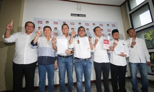 Hasto: Anggota TKN Jokowi-Ma'ruf Harus Bebas Masalah Hukum