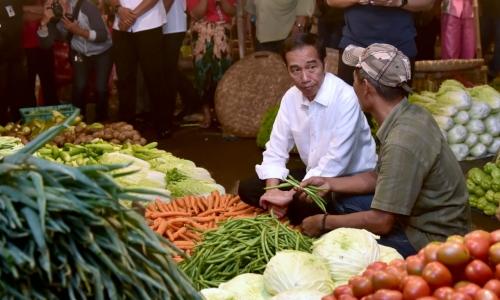 Aksi Jokowi Blusukan ke Pasar Tradisional di Bogor
