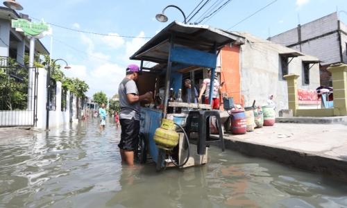 Ganjar Cek Banjir Rob di Semarang