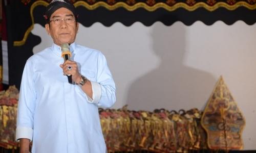 Gelar Wayang Kulit, Henry Yoso Sosialisasi Kinerja Jokowi