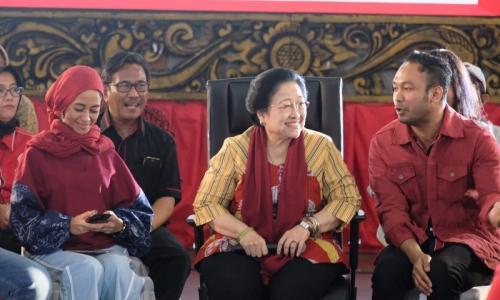 Megawati Minta Kaum Muda Tak Takut Berinteraksi Dengannya