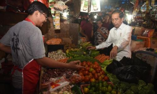 Cek Harga Beras, Presiden Blusukan ke Dua Pasar