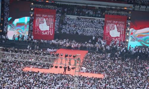 Massa Pendukung Jokowi Putihkan GBK