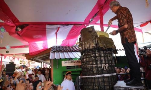Ganjar Sebut Tradisi Potong Lopis Simbol Keakraban