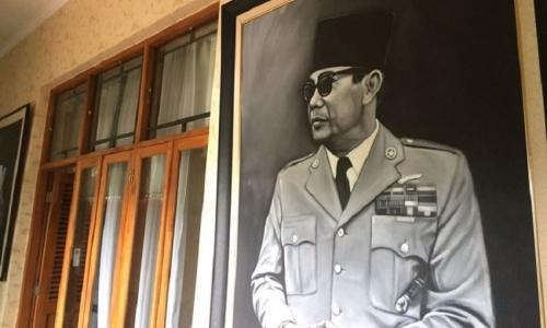 Sukarno Kolektor Lukisan Terbesar di Dunia