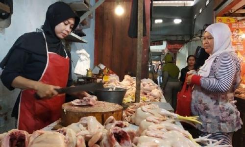 Ganjar: Jatuhnya Harga Ayam Akibat Spekulan atau Over Suplai